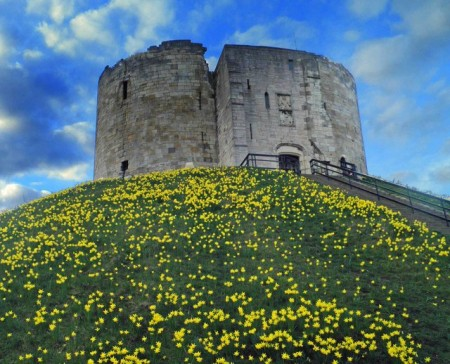 york-city-cliffords-tower.jpg